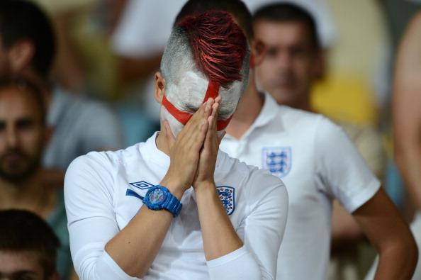 Поклонники сборной Англии реагируют на поражение своей сборной от команды Италии 24 июня в Киеве. Фото: CARL DE SOUZA/AFP/Getty Images