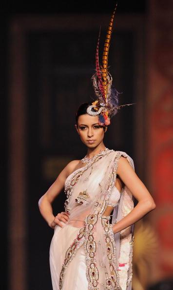 Показ индийских коллекций на 10-й международной индийской киноакадемии в Макао. Фото: Victor Fraile/Getty Images