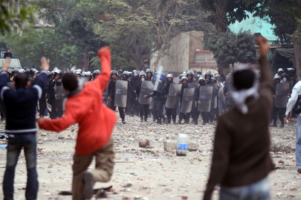 в Каире третий день продолжаются массовые протесты и столкновения манифестантов с полицией. Фото: MAHMUD KHALED/AFP/Getty Images
