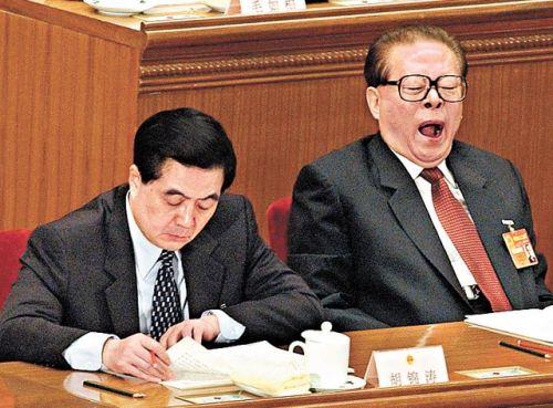Цзян Цзэмин на ежегодной сессии ЦК КПК. Фото: AFP/Getty Images