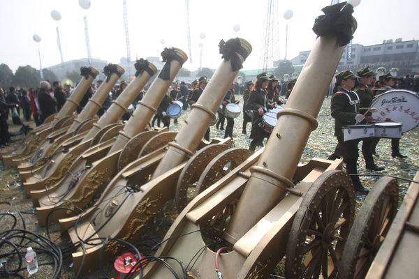 Пишні похорони в комуністичному Китаї. Провінція Чжецзян. Березень 2011 р. Фото: AFP