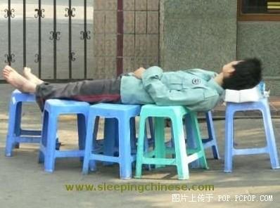Спящие в общественных местах китайцы. Фото: Bernd Hagemann