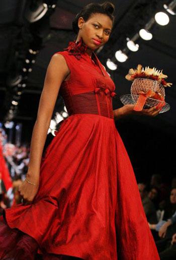 Колекція Karen Monk Klijnstra на Тижні моди у Йоханнесбургу (ЮАР). Фото: AFP PHOTO/Paballo Thekiso