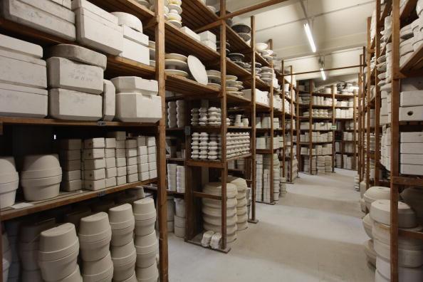 Тисячі форм декоративного мейсенського фарфору, серед яких зустрічаються зразки 300-річної давнини, зберігаються в складі мануфактури Мейсен, 20 січня 2010. Фото: Sean Gallup / Getty Images