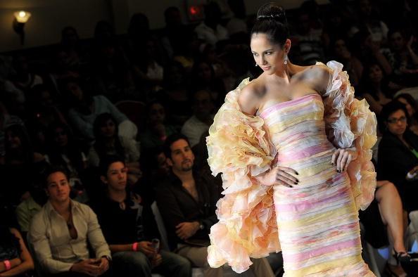 Коллекция от панамского дизайнера Juan David Velez. Фото: ELMER MARTINEZ/AFP/Getty Images