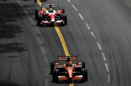 Монте-Карло, МОНАКО: Гонщик 'Spyker F1' Крістіан Альберс (Christijan Albers) з Нідерландів під час гонок. Фото: BERTRAND GUAY/AFP/Getty Images