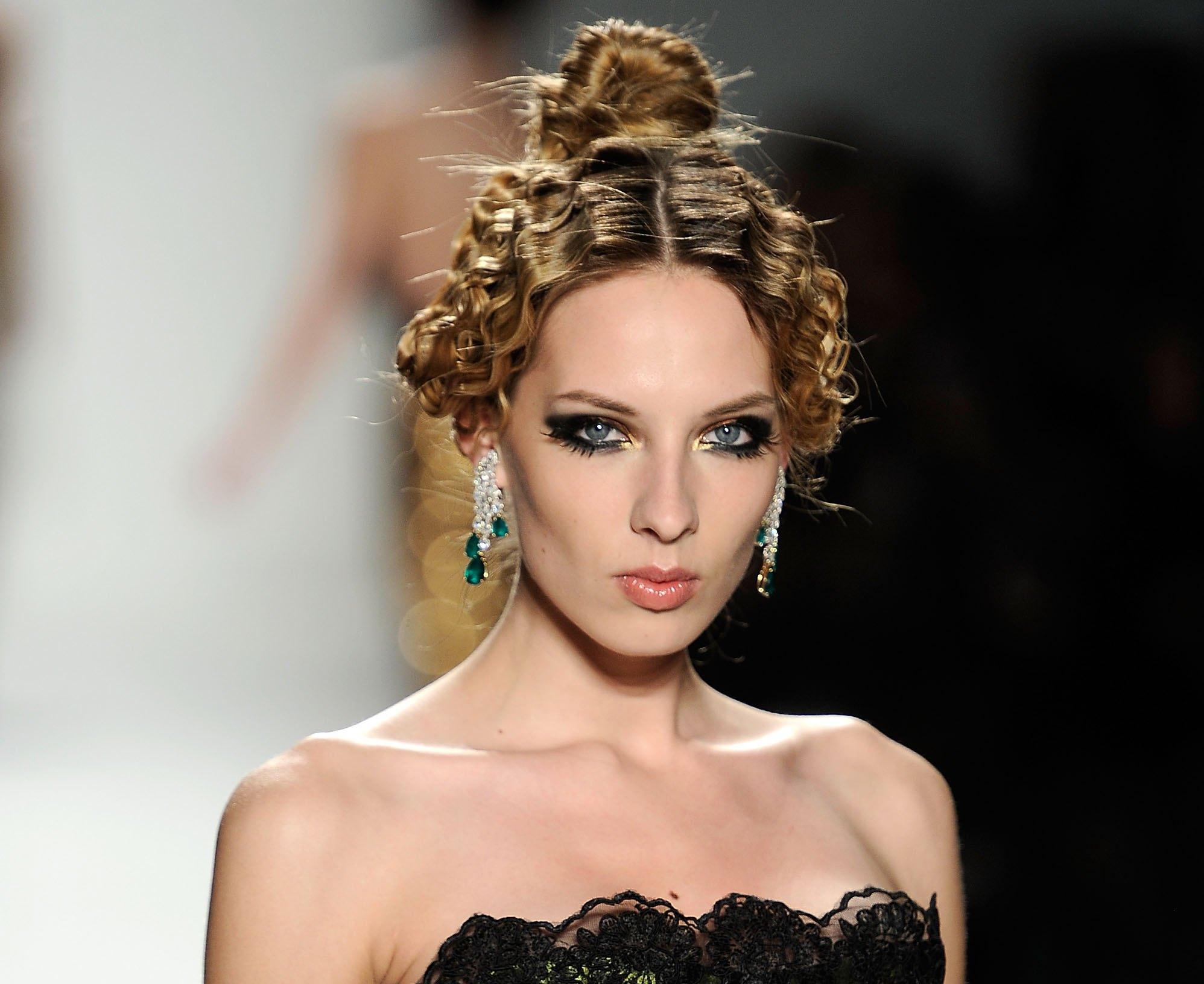 Дизайнер Кэти Стерн (Kati Stern) бренда Venexiana представила осеннюю коллекцию 2012 на Mercedes-Benz Fashion Week. Фото: Fernanda Calfat/Getty Images