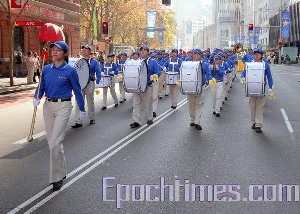 Колонна «Небесного оркестра». Фото: Ло Я/The Epoch Times