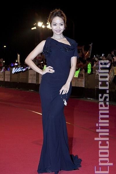 Наряди зірок на Азіатсько-тихоокеанському кінофестивалі. Фото: SONGBITONG/The Epoch Times