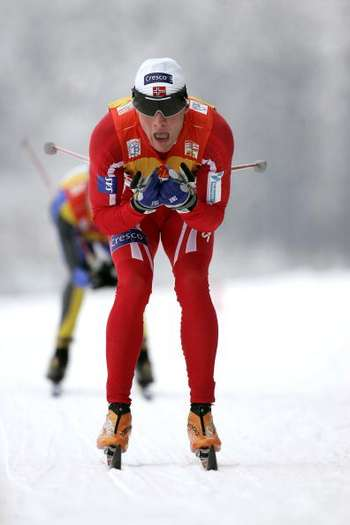 П'ятий етап багатоденного лижного змагання 'Тур де скі' провели в Нове Місто (Чехія) чоловіки, які пройшли дистанцію 15 км класичним стилем. Фото: Agence Zoom/Getty Images