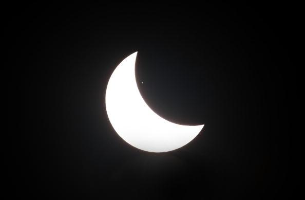 Жителі Азії спостерігали сонячне затемнення . Південна Корея. Сеул, 22 липня 2009р.Фото: Chung Sung-Jun/Getty Images