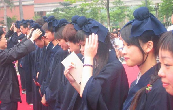 «Ритуал совершеннолетия» в Тайване. Фото с renminbao.com