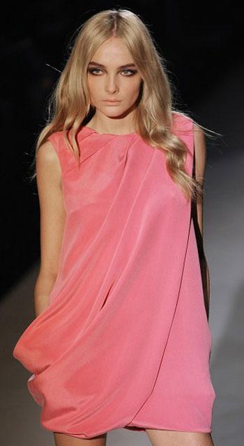 Колекція жіночого одягу від Gucci сезону весна/літо-2008 на Тижні моди у Мілані. Фото: CHRISTOPHE SIMON/AFP