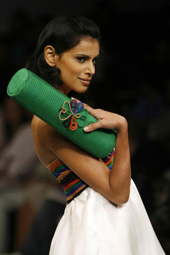 Продукція від Meher and Riddhima на Тижні моди Wills India Fashion Week, що проходив в індійському Нью-Делі. Фото: MANPREET ROMANA/AFP