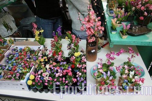 Трудно поверить, но все эти цветы сделаны из муки. Фото: Сюй Ся/Великая Эпоха