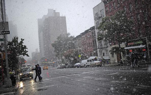 Октябрьский снегопад на Восточном побережье США — редкое явление. Фото: EMMANUEL DUNAND/AFP/Getty Images