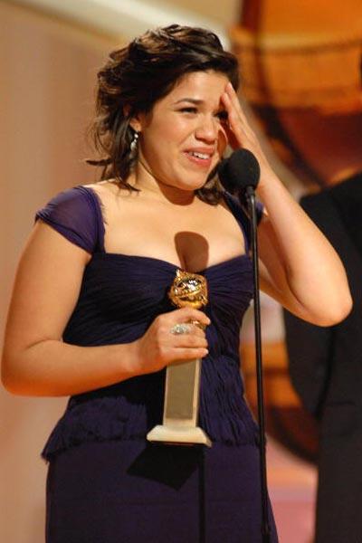 Америка Феррера (America Ferrera) отримала нагороду в номінації 'Краща актриса в телевізійному серіалі - мюзикл або комедія' за фільм 'Ugly Betty' (2006) Фото: Bob Long/HFPA via Getty Images