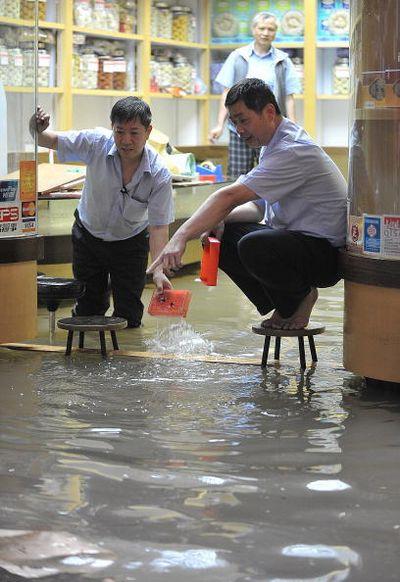 4-годинна злива в Гонконзі затопила багато районів міста. Фото: MIKE CLARKE/AFP/Getty Images