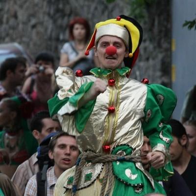 10 июня в Киеве фееричным парадом и уличными представлениями стартовал 5-й Киевский фестиваль огня. Фото: Евгений Довбуш/The Epoch Times Украина