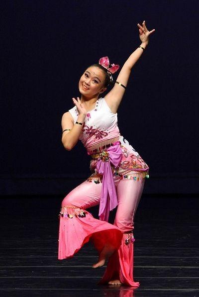 Учасники Всесвітнього конкурсу китайського танцю демонструють свою майстерність. Фото: У Байхуа/The Epoch Times