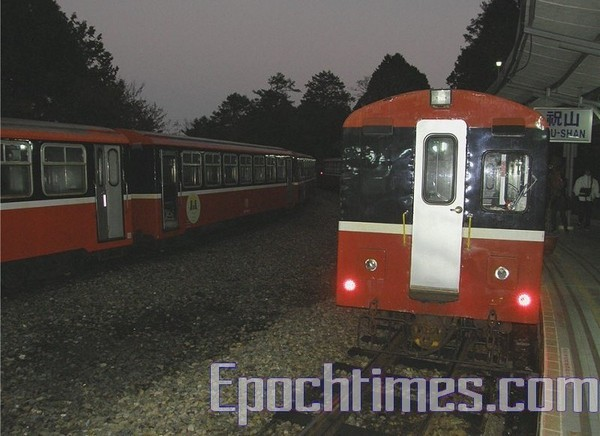 Залізниця у горах Алішань. Фото: The Epoch Times