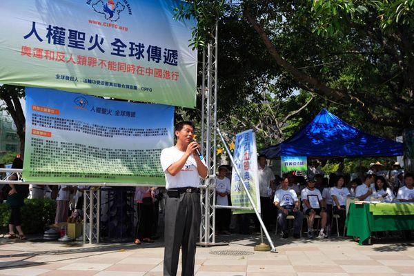 7 червня. Місто Каосюн (Тайвань). Мер м. Феншань пан Сю Чіцзе відзначив, що Фалуньгун популярний у Тайвані. Фото з minghui.org