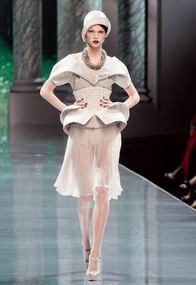Тиждень високої моди в Парижі CHRISTIAN DIOR осінь - зима 2009. Фото: АFP