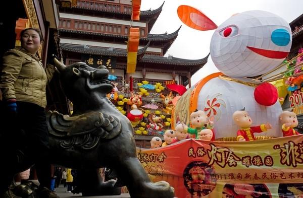 За китайським календарем 2011 - рік Кролика. Шанхай. Китайська Народна Республіка. Фото: AFP PHOTO / Philippe Lopez