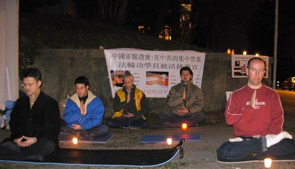 Цюрих (Швейцария). Акция, посвященная девятилетию со дня «инцидента 25 апреля». Фото с minghui.ca