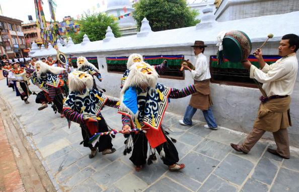 Сотні тибетських біженців і гостей Індії взяли участь у святкуванні 74-го Дня народження Далай-лами XIV.Фото: Getty Images