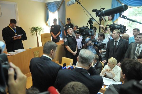 Предварительное судебное заседание по обвинению экс-премьер министра Украины Юлии Тимошенко 24 июня 2011 года в Печерском суде города Киева. Фото: Владимир Бородин/The Epoch Times Украина