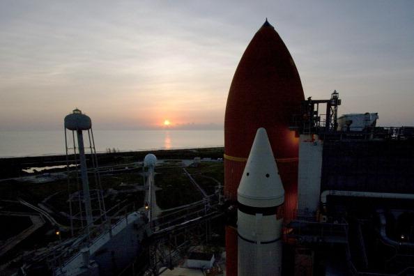 Восход над «Атлантисом». Фото: NASA via Getty Images