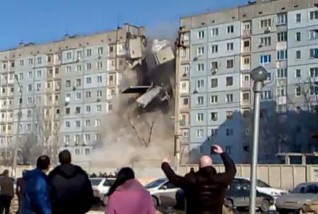 В Астрахани обрушилась вся секция 9 этажного дома