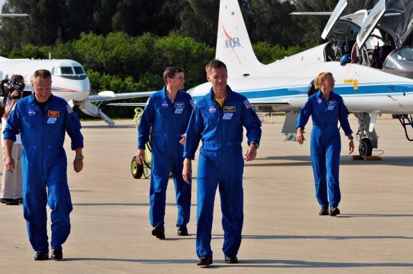 Экипаж «Атлантиса» прибыл на стартовую площадку 39А для участия в финальной предполетной проверке. Фото: Roberto Gonzalez/Getty Images