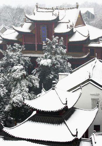 У м.Ухані провінції Хубей вже другий тиждень йдуть сильні снігопади. 19 січня 2008г.Фото: Photo by China Photos/Getty Images