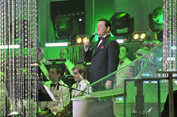 Певец Иосиф Кобзон на торжественной церемонии вручения титула программы «Человек года» в Киеве 26 марта 2011 года. Фото: Владимир Бородин/The Epoch Times Украина