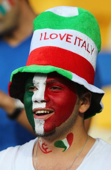 Киев — 24 июня: фан сборной Италии на четвертьфинальном матче между сборными Англии и Италии. Фото: Martin Rose/Getty Images
