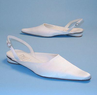 Белые атласные свадебные туфли/Фото с efu.com.cn