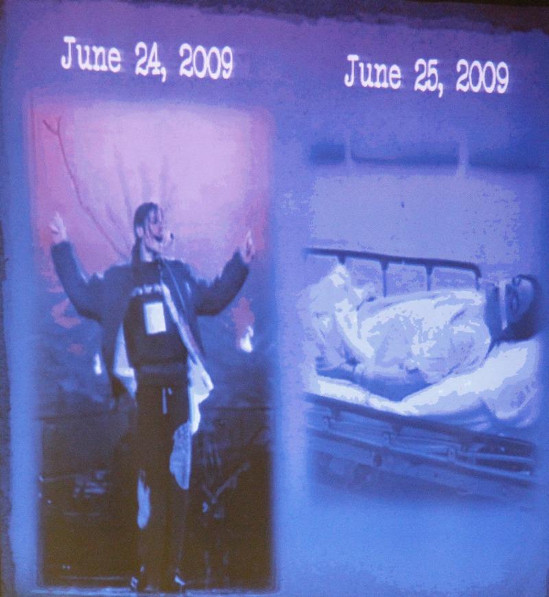 Экранное сопровождение во время открытия судебного процесса против доктора Конрада Мюррея. Слева Майкл Джексон на одном из танцев 24 июня 2009 года, и справа – он уже мертвый на каталке 25 июня 2009 г. Фото: Al Seib-Pool/Getty Images