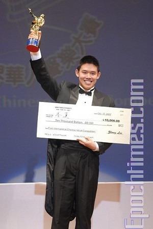 Володар золотого призу в категорії чоловіче бельканто Лі Мо із США. Фото: Дай Бінь/Велика Епоха