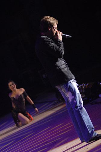 Олександр Пономарьов на благодійному концерті «SOSстраданіє». Фото: Володимир Бородін/Велика Епоха