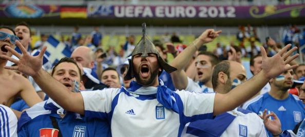 Сектор греческих фанов во время матча Германия — Греция 22 июня 2012 года, Арена Гданьск. Фото: ANNE-CHRISTINE POUJOULAT/AFP/Getty Images