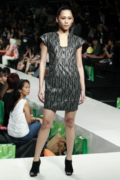 Джакарта: Тиждень високої моди 2010. Фото Ifansasti/getty Images for Jakarta Fashion Week