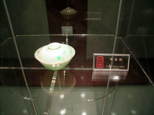 Пиала с крышкой из берилла. Фото с secretchina.com