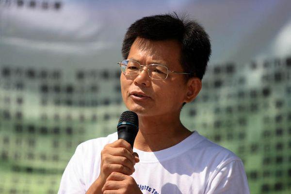7 июня. Город Каосюн (Тайвань). Мэр г.Каосюн г-н Ян Цзюсин призвал к прекращению преследования Фалуньгун. Фото с minghui.orgречью. Фото с minghui.org