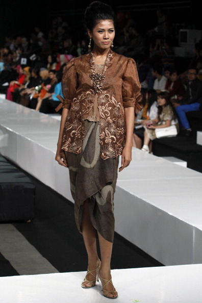 Презентація колекції від Wiwi Waskat на Тижні моди 2010 в Джакарті. Фото Ulet Ifansasti/getty Images for Jakarta Fashion Week