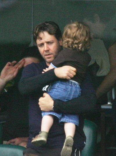 Рассел Кроу з сином у Сіднеї, Австралія. Фото: Hamish Blair / Getty Images