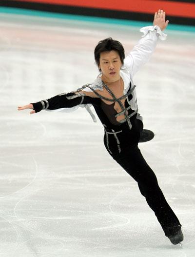 Такеші Хонда (команда Японії) виконує довільну програму. Фото: Koichi Kamoshida/Getty Images