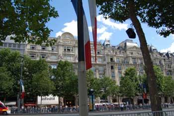 14 липня - головне Національне свято Франції. Париж,14 липня 2009р. Фото: MLADEN ANTONOV/AFP/Getty Images