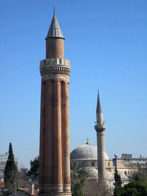 Мечеть в Анталії. Фото: Олена Підсосонна